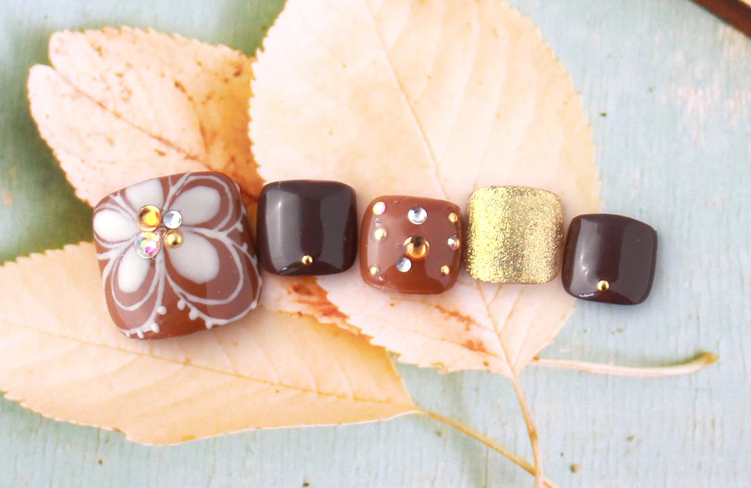 秋のペディはブラウンで!