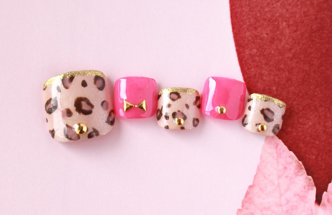 ヒョウ柄とゴールドでゴージャスな中にもピンクとリボンのスタッズで可愛さをアピールしました。