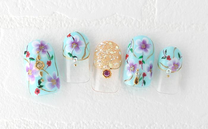 春に着たくなるターコイズブルーの花柄ワンピースをイメージ