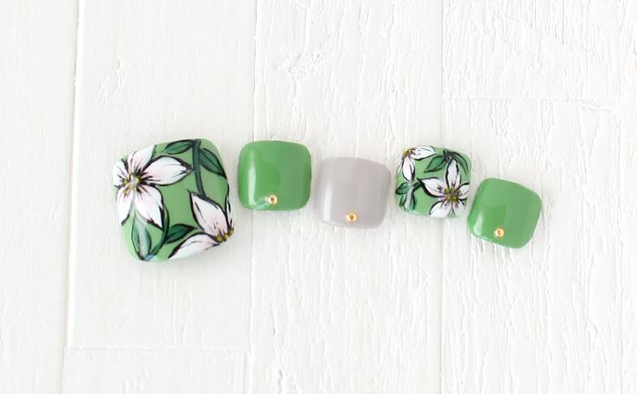 クールなイメージのお花デザイン。グリーンを使って大人っぽく