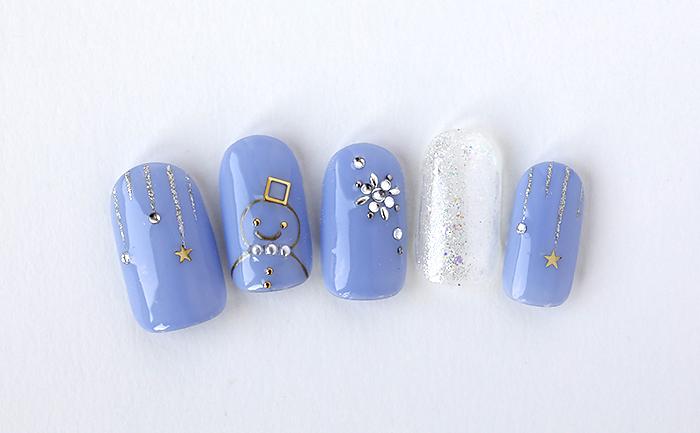 雪だるまとキラキラの結晶が可愛いウィンターネイル!