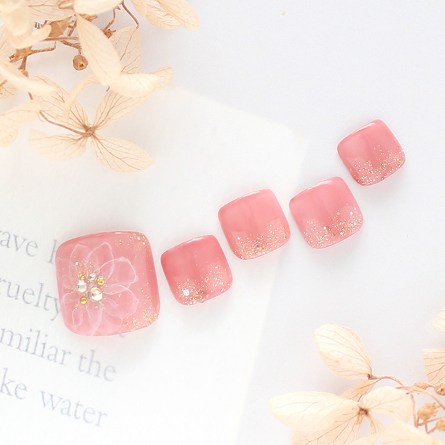 あきのこないピンクにラメで冬らしさをイメージ