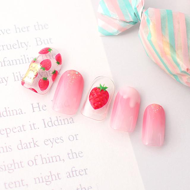 春らしいピンクとイチゴ柄で、キュートな指先に♪
