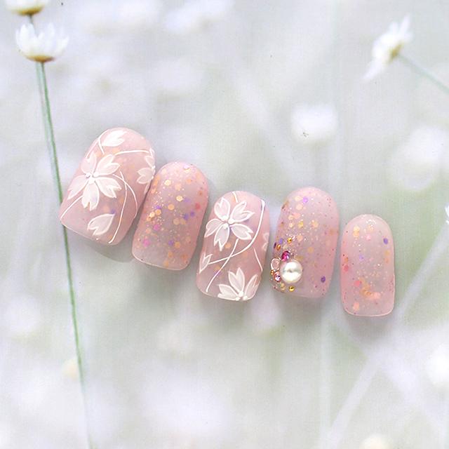 上品かつ華やかな春ネイル