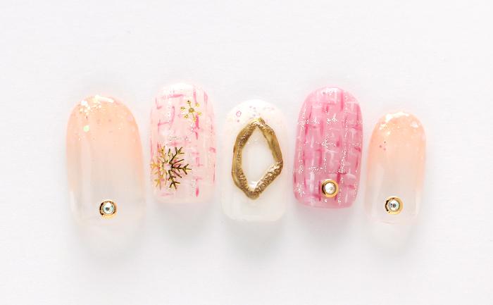 ピンクとアイボリーの人気カラーを使用し、ツイードや冬素材を取り入れた可愛らしいデザイン