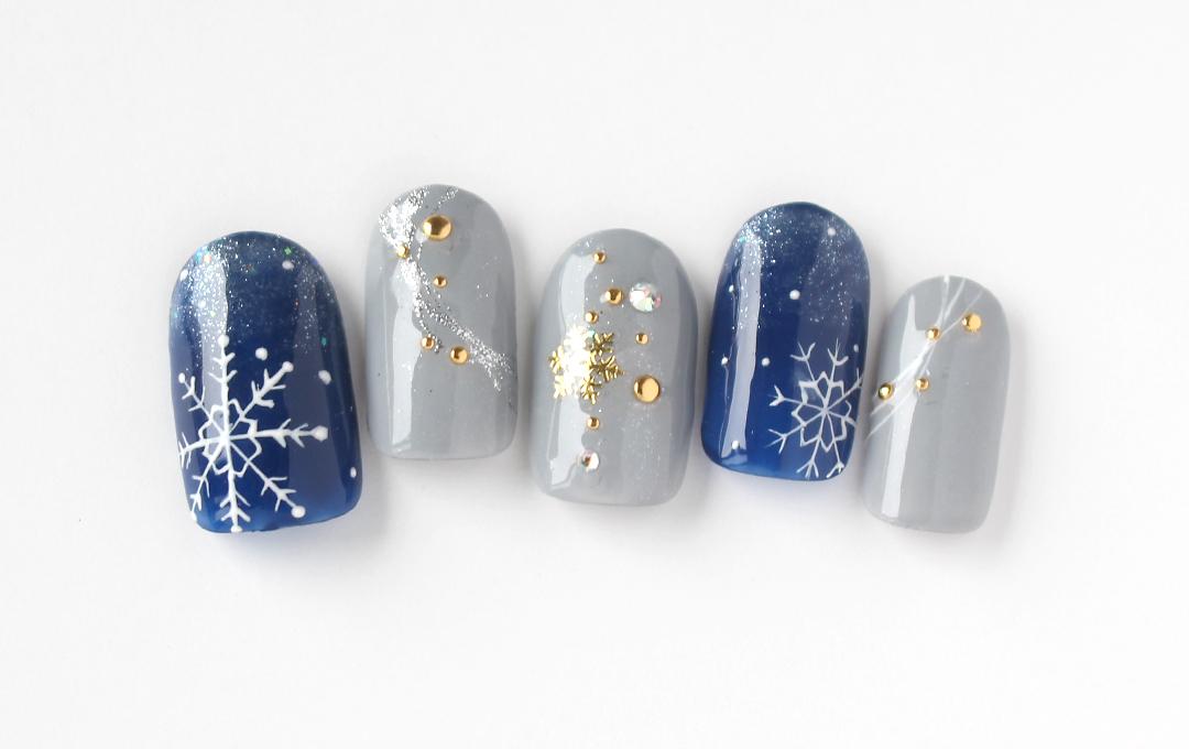 雪の結晶のクリスマスネイル!大人っぽくネイビーで仕上げました