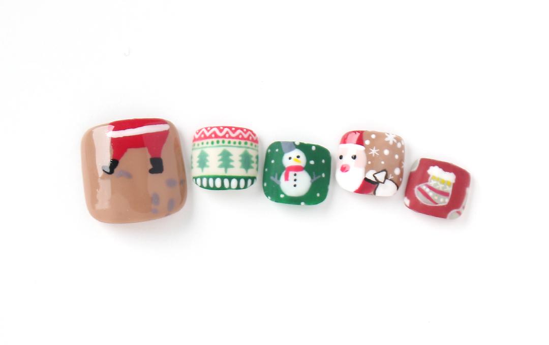 クリスマス満喫ネイル。「サンタも慌てて、煙突に挟まっちゃった☆笑」ネイル。マットネイルも加えて冬っぽくしました。