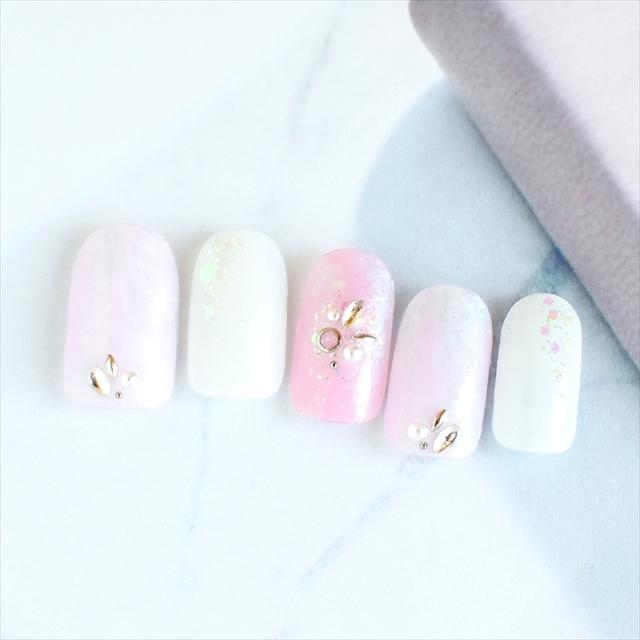 ピンクやラメを使用し、春先取りなかわらしいデザインにしました。