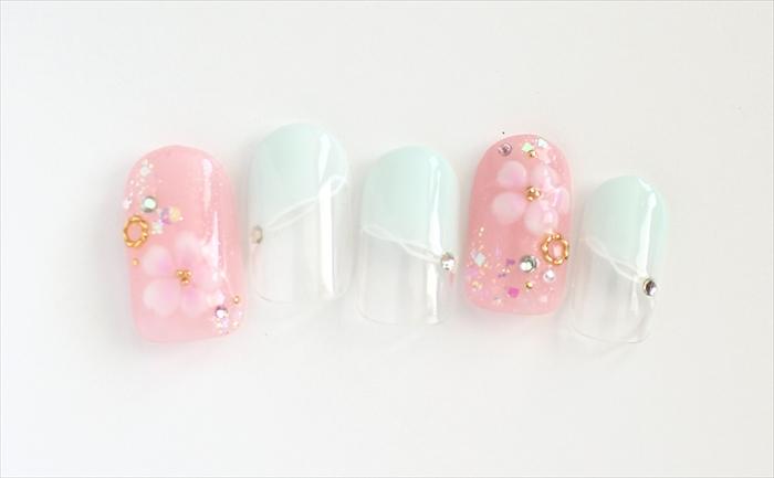ピンクとミントグリーンが爽やかな桜ネイル